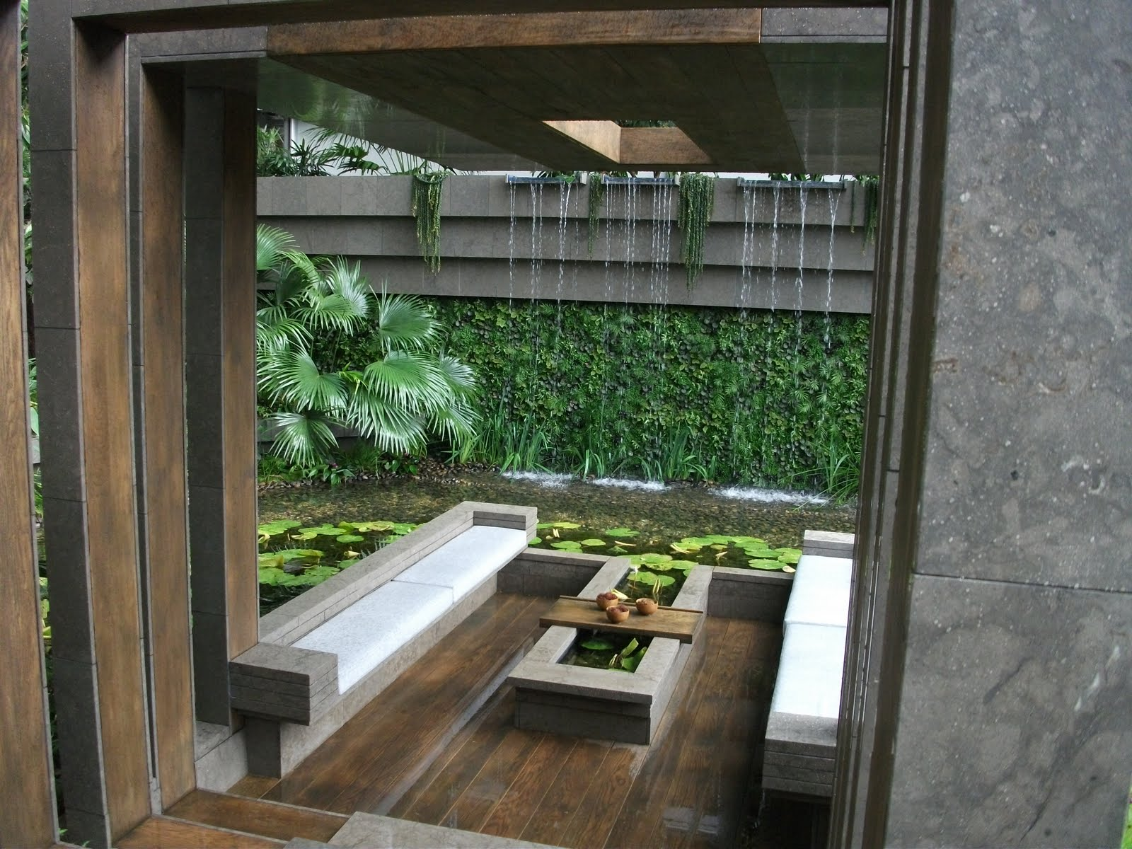 Annie 39 s little plot chelsea flower show the show gardens for Sunken outdoor seating