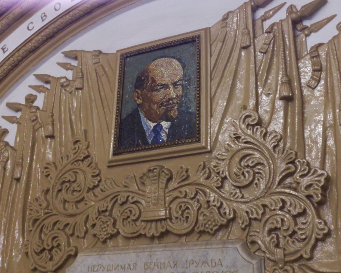 Portret Lenina w metrze w Moskwie