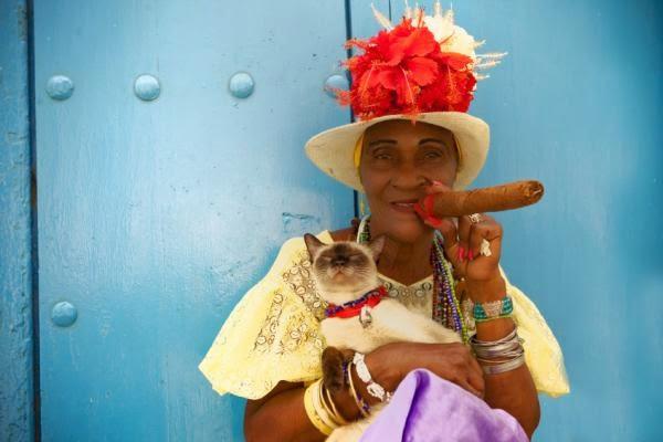 FAMOUS CUBAN CIGAR LADY