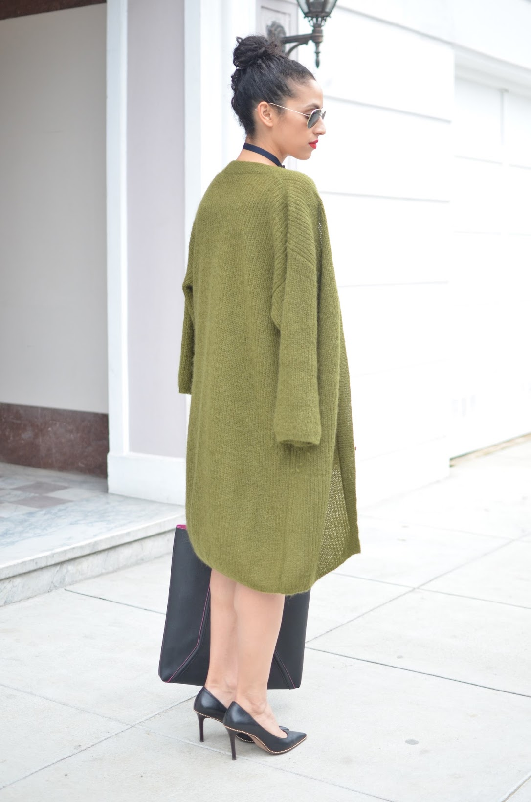 olive green cardigan, Massimo Dutti cardigan, ribbon choker, Coach pumps, black leather tote bag, zip pencil skirt, off-the-shoulder sweater, off-the-shoulder ribbed sweater