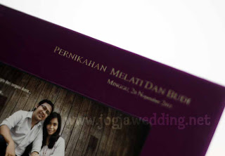 Undangan Pernikahan Frame Foto Ungu