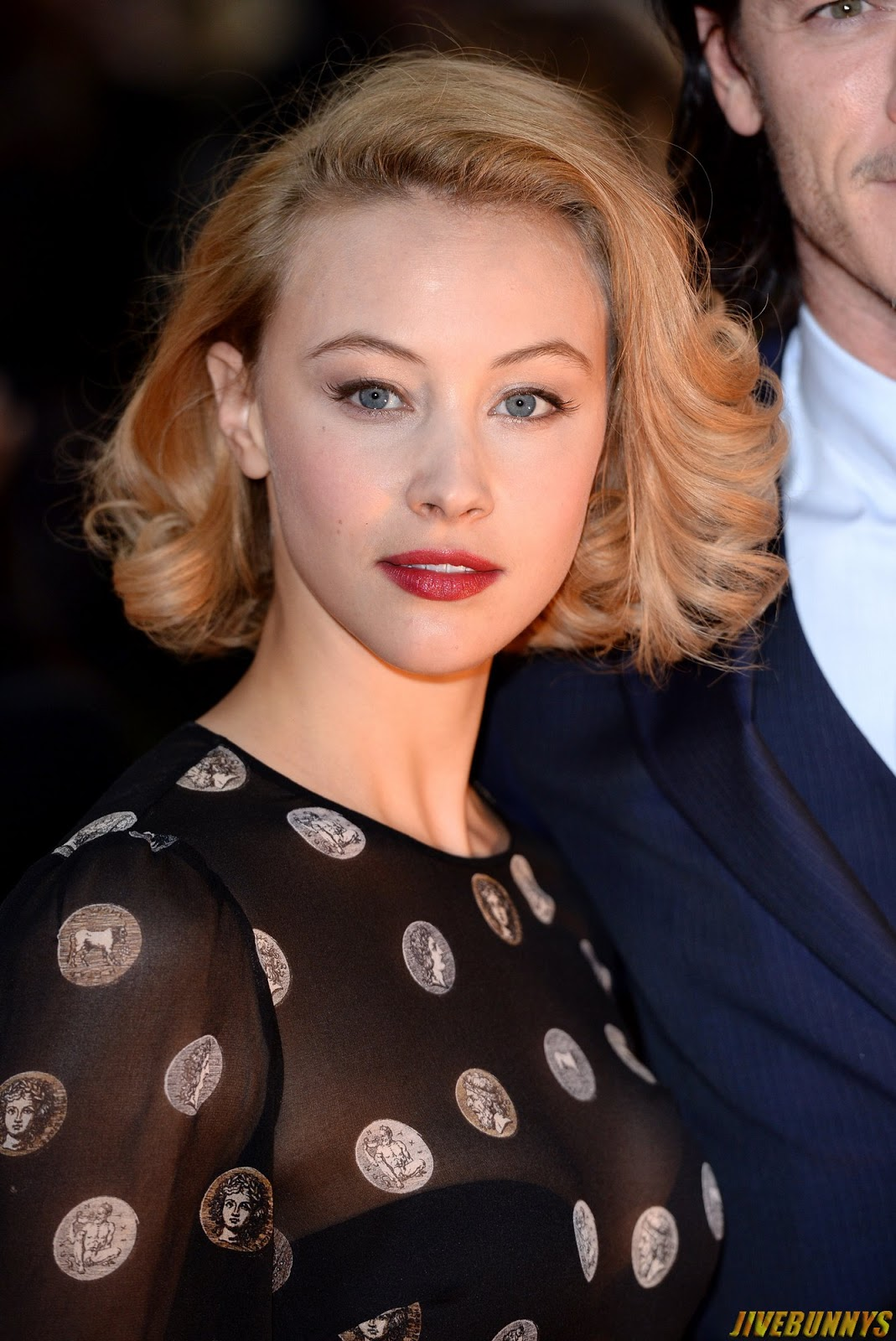 sarah gadon sexy photos and picture gallery 2