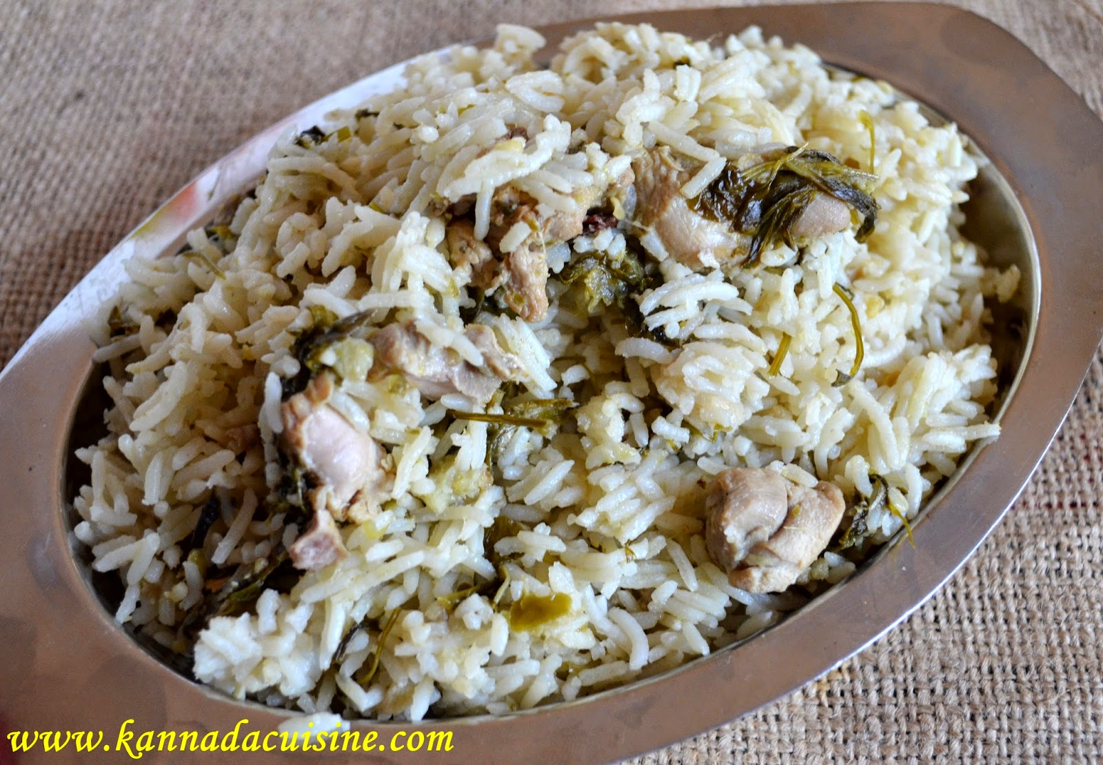 Kannada cuisine chicken biriyani kannada style so here is ammas herbal chicken biriyani yes it is off white in color again keeping with the simplicity of kannadigas forumfinder Gallery