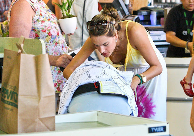 Alessandra Ambrosio wardrobe malfunction