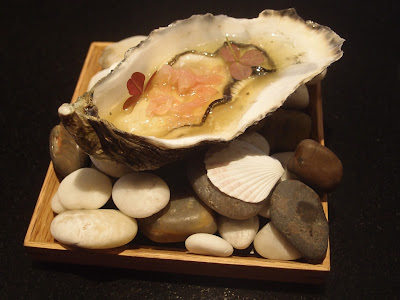 Oyster with Pomela