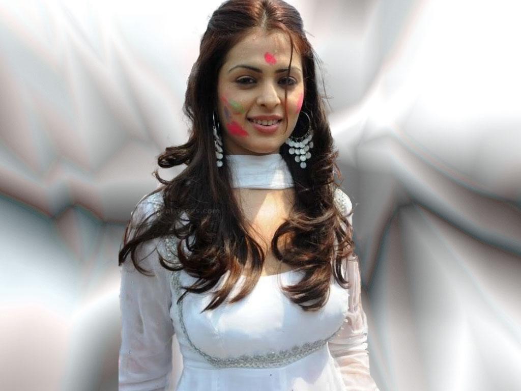 http://3.bp.blogspot.com/-FMaaMVui8GQ/TixRTSqJuTI/AAAAAAAAAHg/qkAwteSJCO0/s1600/Bollywood+Anjana+Sukhani+Wallpapers+3.jpg