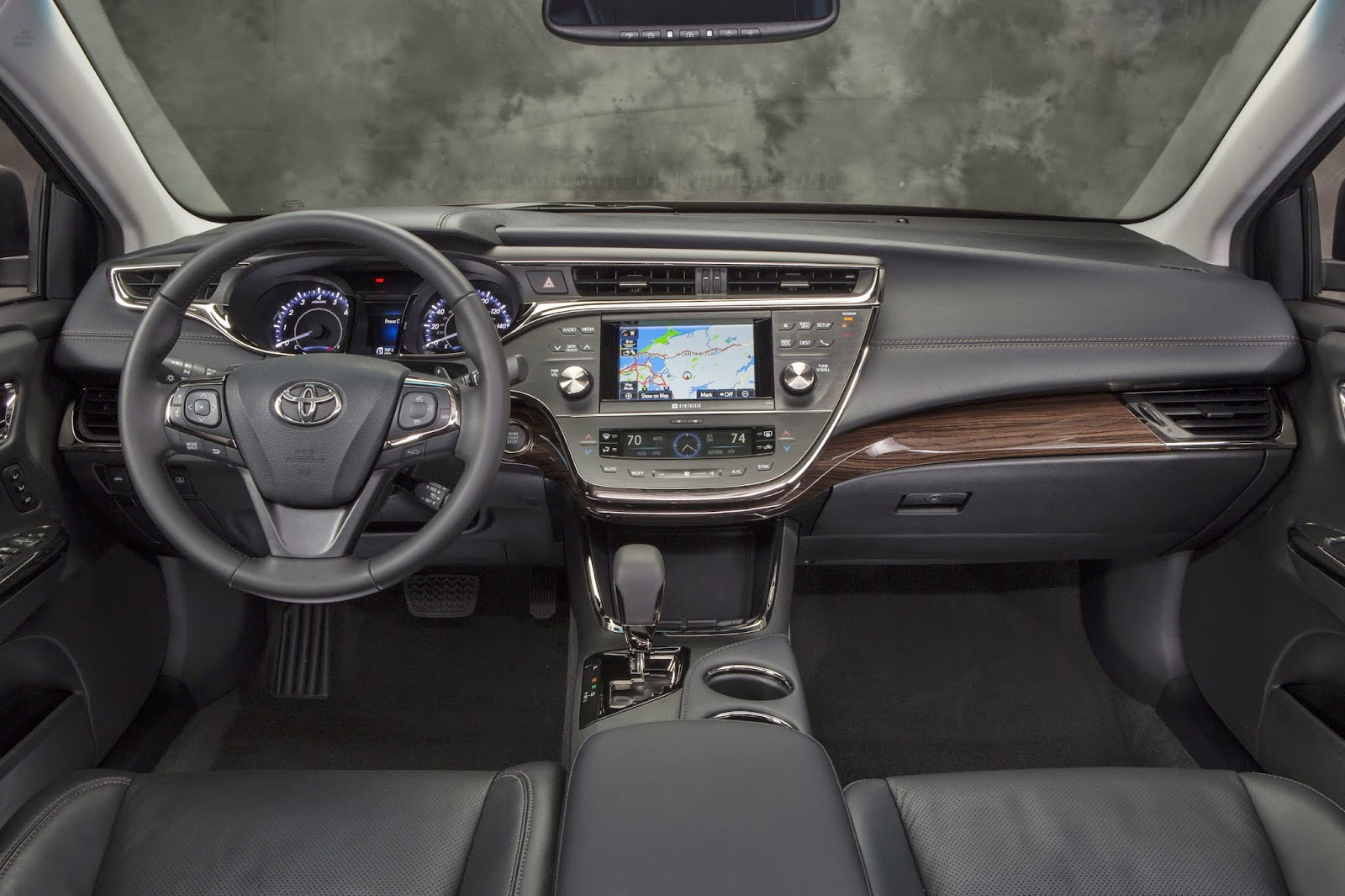 Interior view of 2015 Toyota Avalon