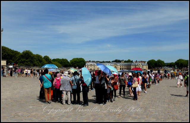 Château de Versailles queue line