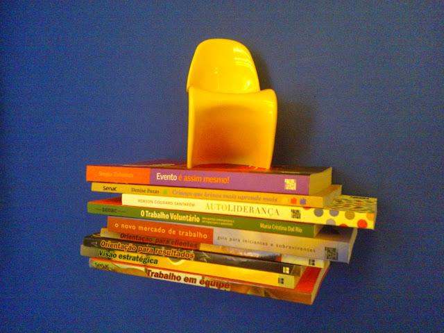 mini panton - estante de livros flutuante - sala de leitura Senac - Santos Arquidecor 2013
