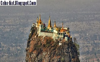 Menara Pemanjat Doa Diantara Awan