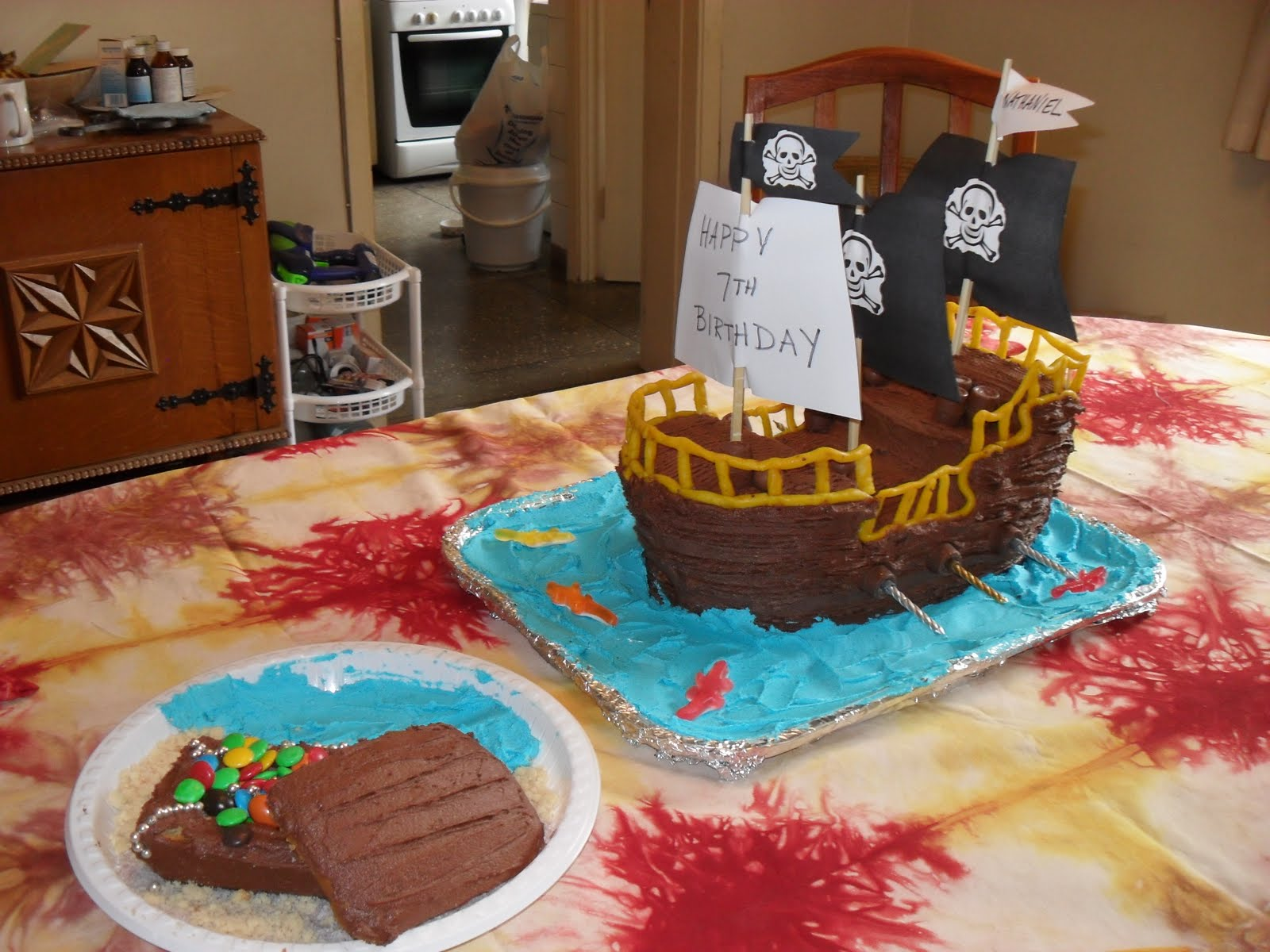 Easy to Make Pirate Cakes http://funwithcakedesigns.blogspot.co.uk/2011/06/how-to-make-pirate-ship-cake-and.html