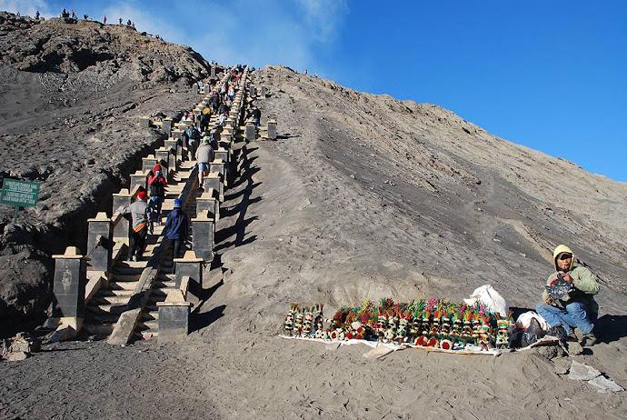 Subida al cráter del volcán