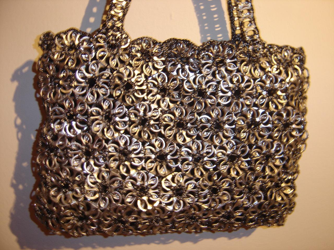 Manualidades con may scula originales bolsos de anilla refresco - Manualidades con chapas de refrescos ...