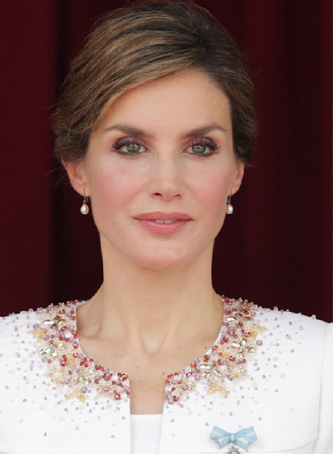 Style of Queen Letizia - Felipe Varela Dress - Magrit Pumps