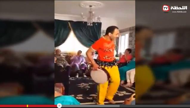 فضيحة شاب مغربي يرقص أمام جمع من النساء