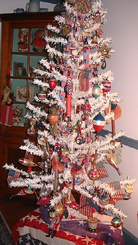 Confessions of a Holiday Junkie Happy 4th of July #0: patriotic feather tree sm