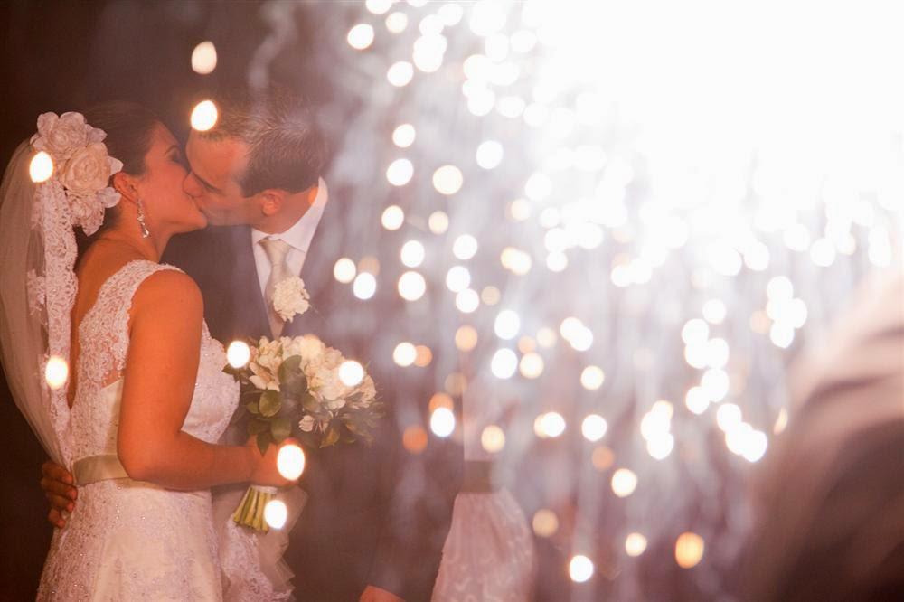 vela com faíscas em casamento
