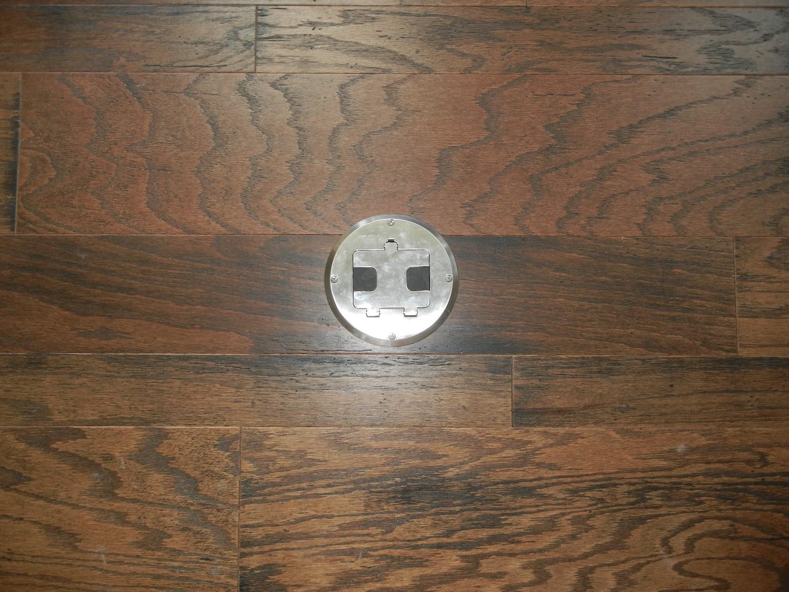 double oak plantation outlet in the hardwood floor. Black Bedroom Furniture Sets. Home Design Ideas