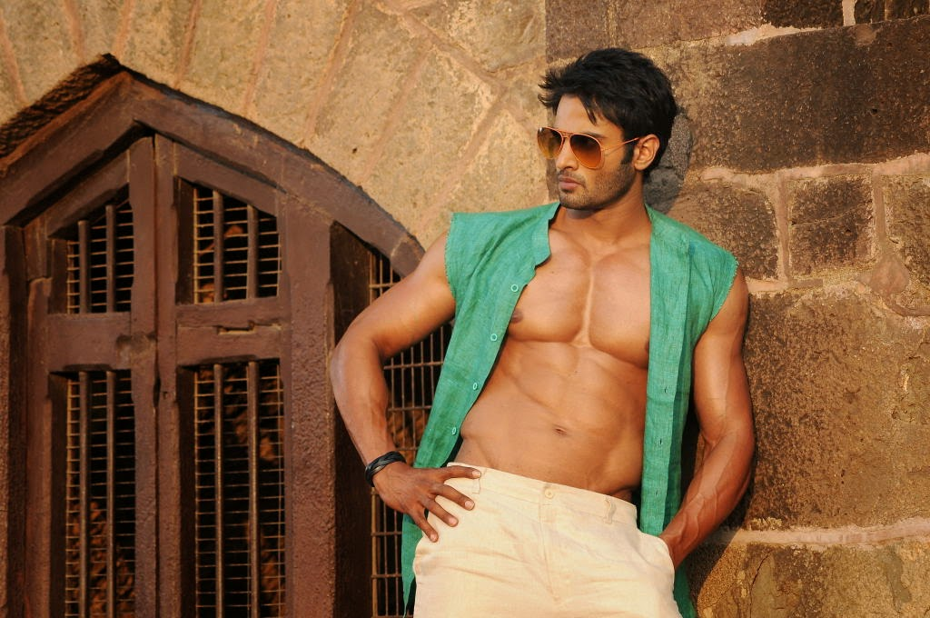 Sudheer Babu Six Pack Stills in Aadu Magadraa Bujji - Cinema65.com Nassar Actor Body