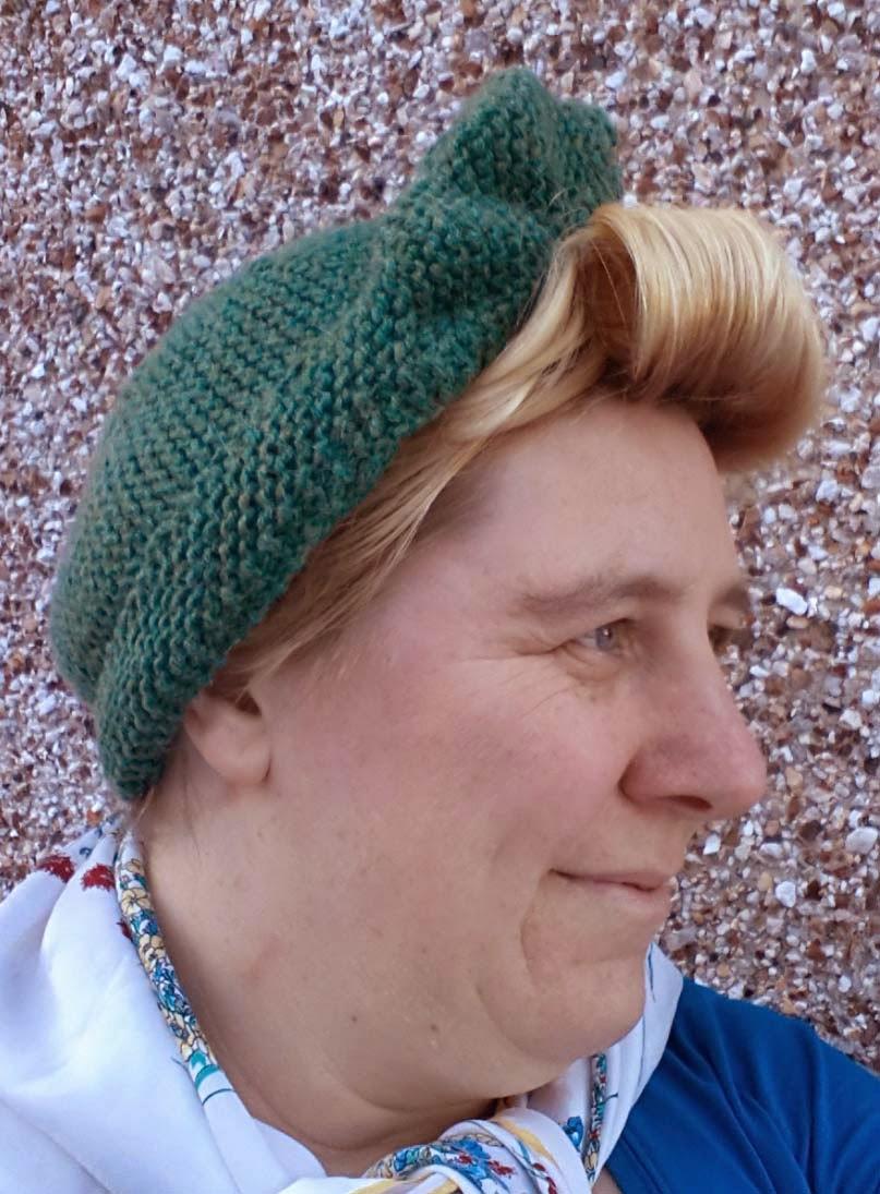Patons Pattern Beanie Hats Turban Crochet Double Knitting /& Wool Blend Aran