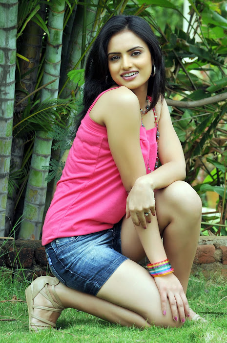 ritu kaur spicy from gurudu movie, ritu kaur actress pics