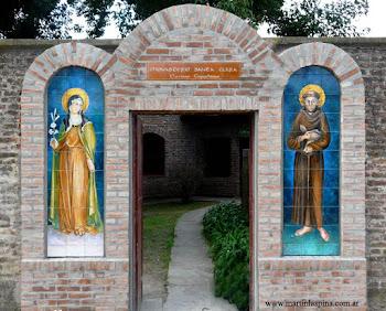 """Pórtico de ingreso al Monasterio - """"Santa Clara"""""""