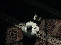 45- Sana Kitap'tan vahyedileni oku ve namazı dosdoğru kıl. Gerçekten namaz, çirkin utanmazlıklar (fahşa)dan ve kötülüklerden vazgeçirir. Allah'ı zikretmek ise muhakkak en büyük (ibadet)tir. Allah, yapmakta olduklarınızı bilmektedir.