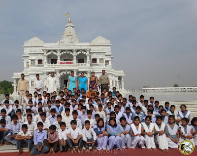 Students visit Prem Mandir Vrindavan, founded by Jagadguru Kripaluji Maharaj