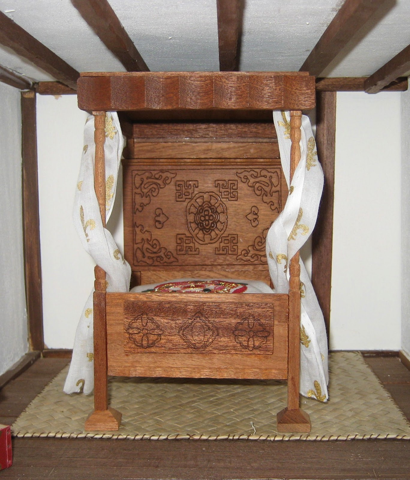 Dolls Houses And Minis How To Decorate Tudor Dolls House