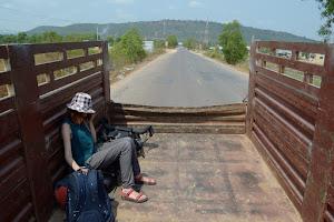 Про первый опыт автостопа в Азии и город Кампот