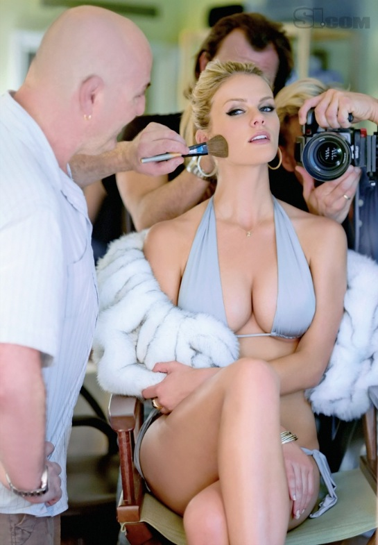 Beauty Woman: Sexy Brooklyn Decker In Bikini