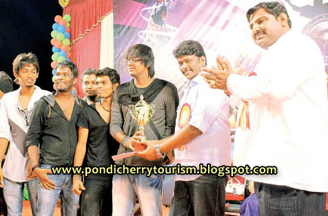 Actor Parthiban distributing prizes for students at Festofest 12 event in Pondicherry