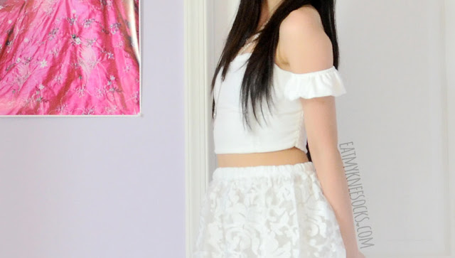 Close-up on the cute ruffle off-shoulder sleeves from the sweetheart-neckline white sleeveless crop top from SheIn.