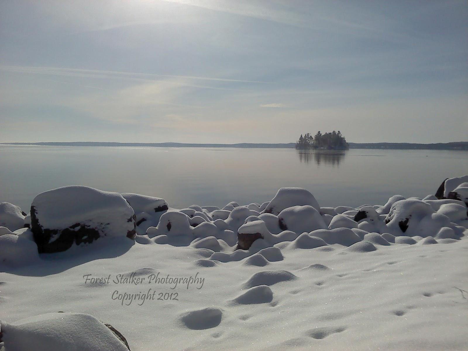 http://3.bp.blogspot.com/-FPay2JxG3yI/UCV9iPuluTI/AAAAAAAAAX4/pSgKAEhg5cc/s1600/snow+rocks+wallpaper.jpg