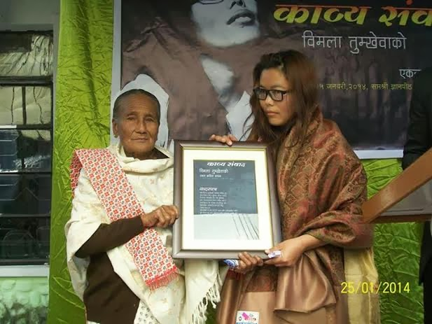 Sanumati Rai handing over commendation certificate to Bimala Tumkhewa in Kalimpong on Saturday.