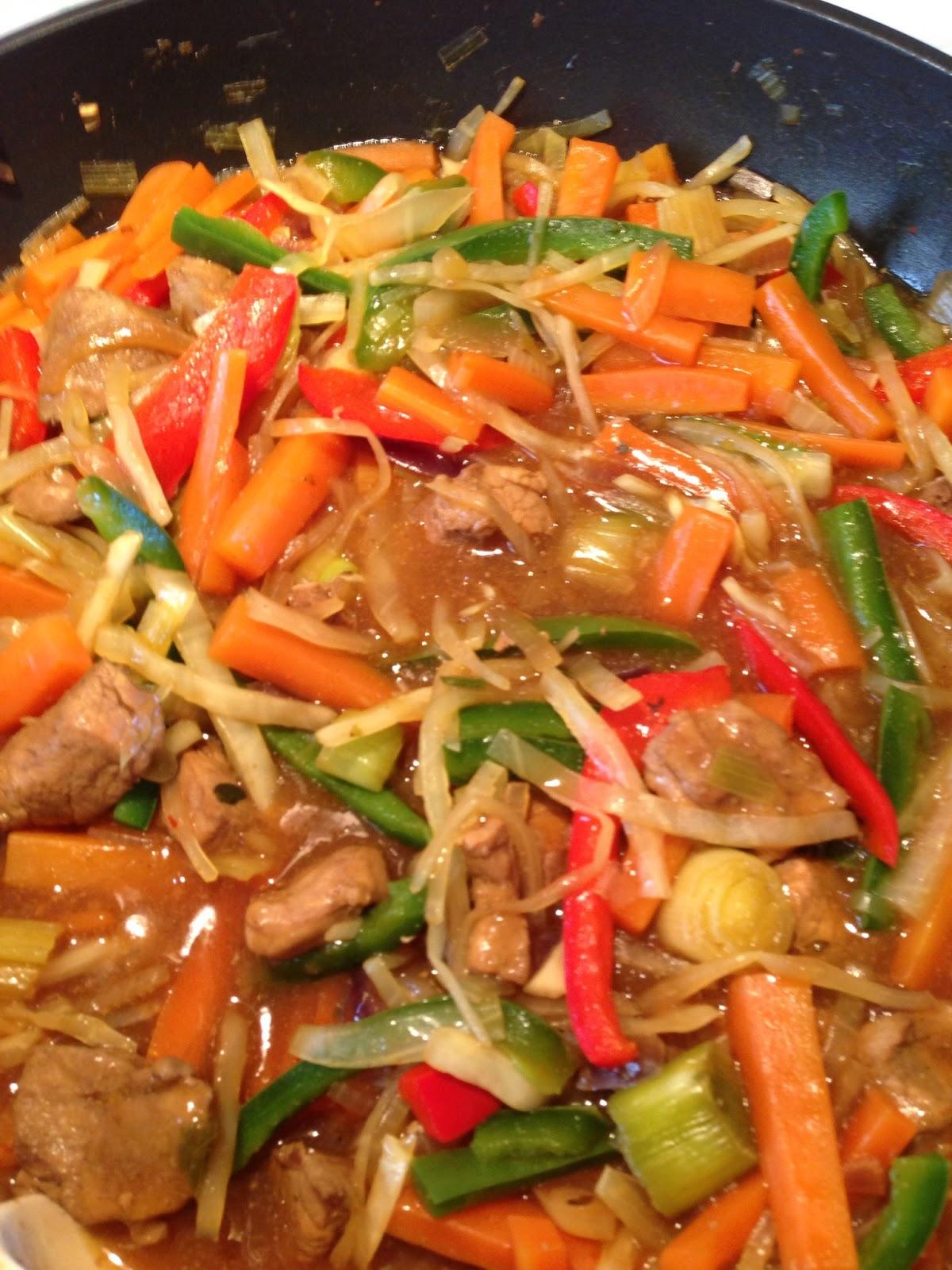 wok med svinekød