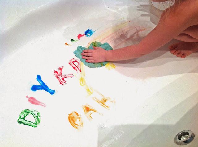 Красками на бумаге