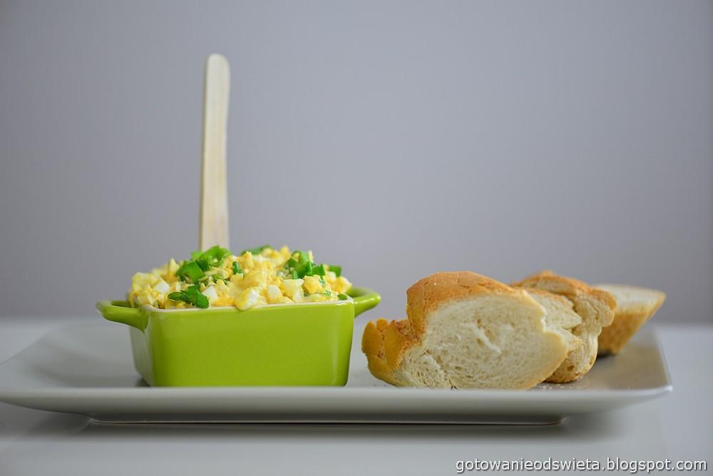 Pasta jajeczna z serem i szczypiorkiem