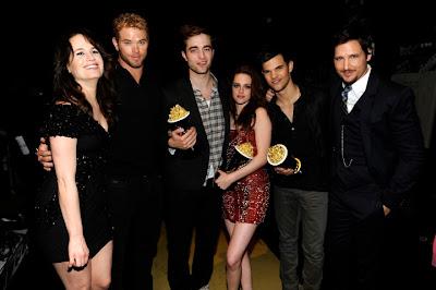 """Elizabeth Ann Reaser fala sobre Robert e Kristen - """"São como uma família para mim"""" Pattinsonlifemma5thjune201128129"""