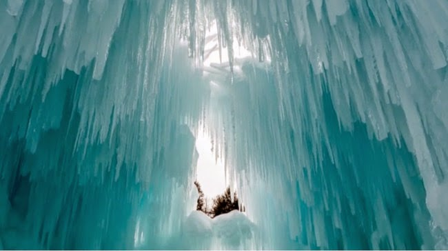 The Ice Castles look almost naturally formed, but are full of channels and passages perfect for exploring. - What Happens To This New England Town Every Winter Is So Beautiful, It's Shocking