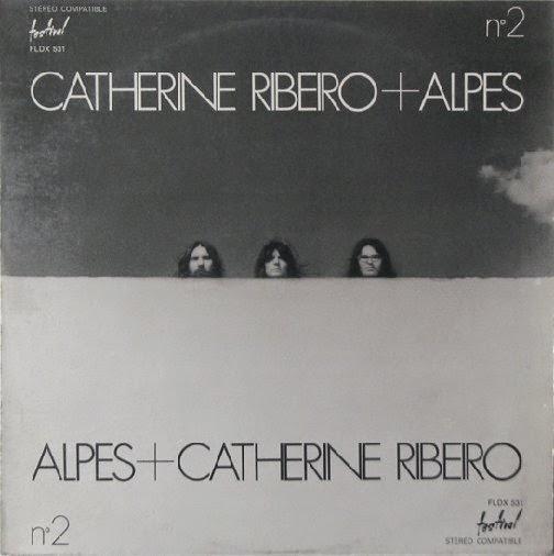 """""""Alpes"""" é uma banda francesa liderada pelo guitarrista """"Patrice Moullet"""", formada em 1970 com """"Catherine Ribeiro"""" como vocalista. Uma banda muito original, muito prolífica ao longo dos anos 70 e ainda está na ativa. Sua música é bastante experimental e difícil de categorizar, envolve musica popular, progressista e bastante improvisação. """"Patrice Moullet"""" é o inventor de diversos instrumentos musicais, entre os quais incluem o """"CosmoPhone"""" e o """"Percuphone"""". """"Catherine Ribeiro"""" com um estilo vocal semelhante ao de """"Brigitte Fontaine"""", tons baixos de voz que também lembram a banda """"Zao"""", teatral e declamatório. Há varias vezes uma intensa tensão dramática no canto. Os álbuns de estréia são os melhores, mas """"Paix"""" de 1972, com as suas duas longas suítes, é considerado o álbum mais progressivo da banda, sendo ele o meu favorito também, recomendo."""