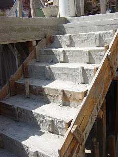 El maestro de obras xavier valderas hacer escalones de for Escalera de hormigon con descanso