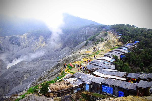 Pesona Gunung Tangkuban Perahu selalu mencatatkan banyak kunjungan wisatawan Bandung