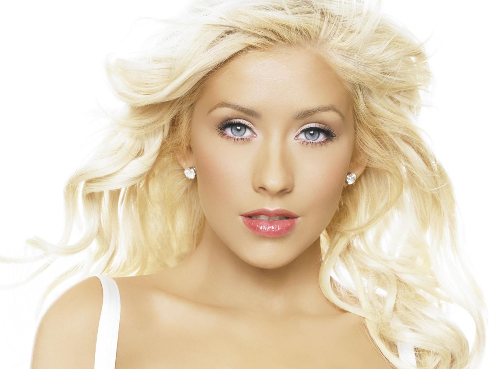 http://3.bp.blogspot.com/-FRsdSl4rB7I/Td8KXjLTFVI/AAAAAAAAB68/ibFGYzfM-r4/s1600/Christina_Aguilera_-_Beautiful.jpg