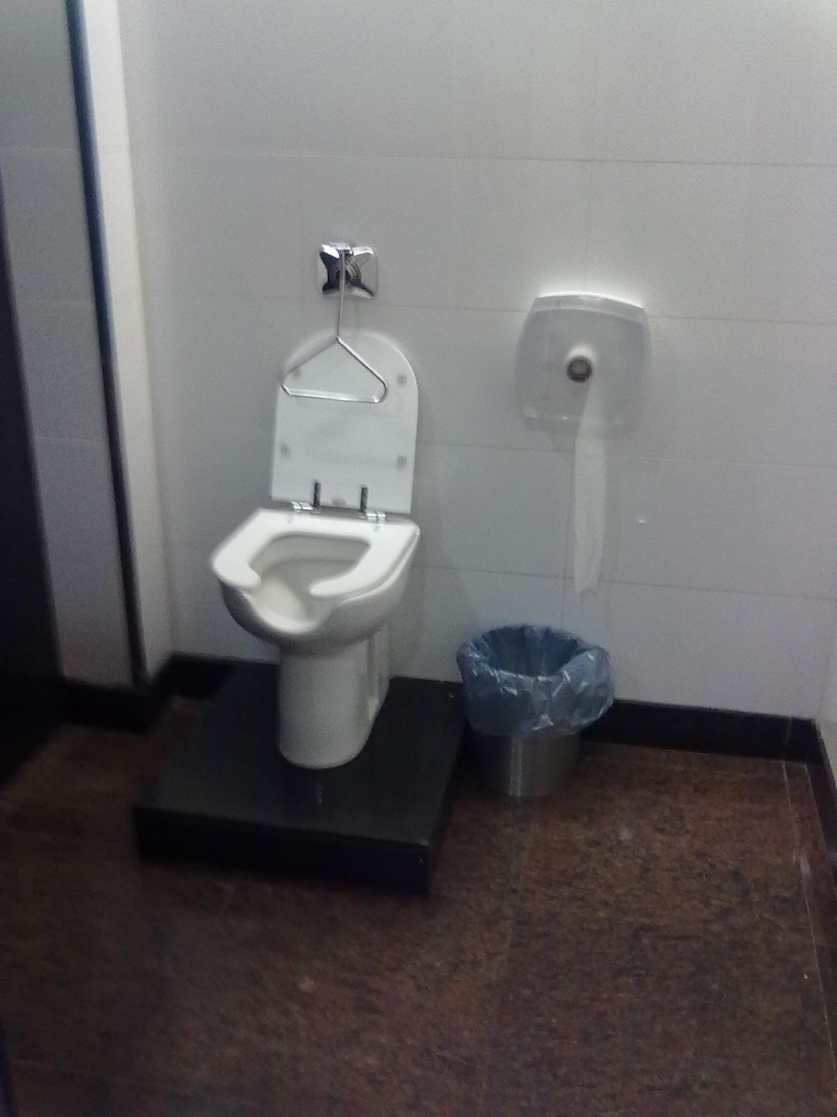 Acessibilidade na Prática: Banheiro acessível do Shopping Campo  #4F5A65 1200x1600 Acessibilidade Banheiro Cadeirante