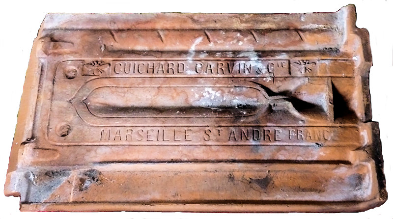 Le blog de la coudouli re l 39 argile de la coudouli re for Tuile plate de marseille
