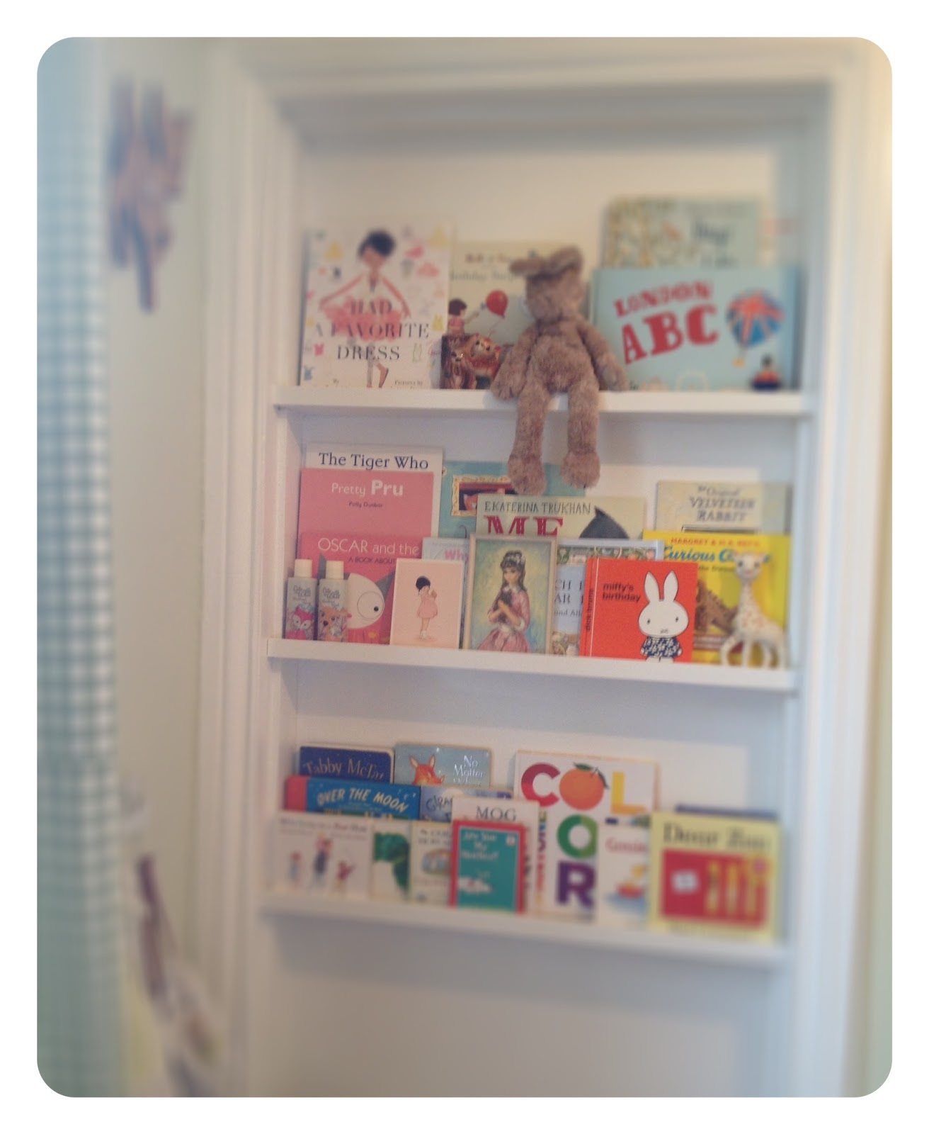 mamasVIB | V. I. BOOKCLUB: Clever ways to store kids books for tiny bedrooms, kids books, books shelves for kids, homify, kids book storage, tiny bedroom storage, kids book club, book shelves for kids, shelves, corner shelves, mamasVIB, mamas VIb bookclub, pinterest kids book shelves