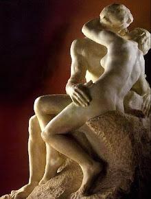 """A escultura """"O beijo"""" (1887), do artista francês Auguste Rodin"""