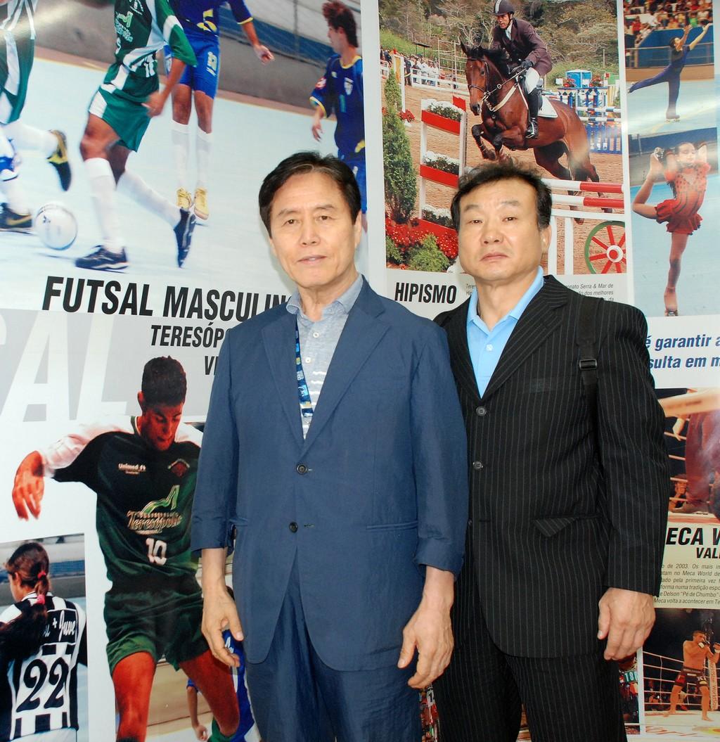 O presidente, Choi Kyung Tack, e o vice-presidente da delegação olímpica coreana em Teresópolis