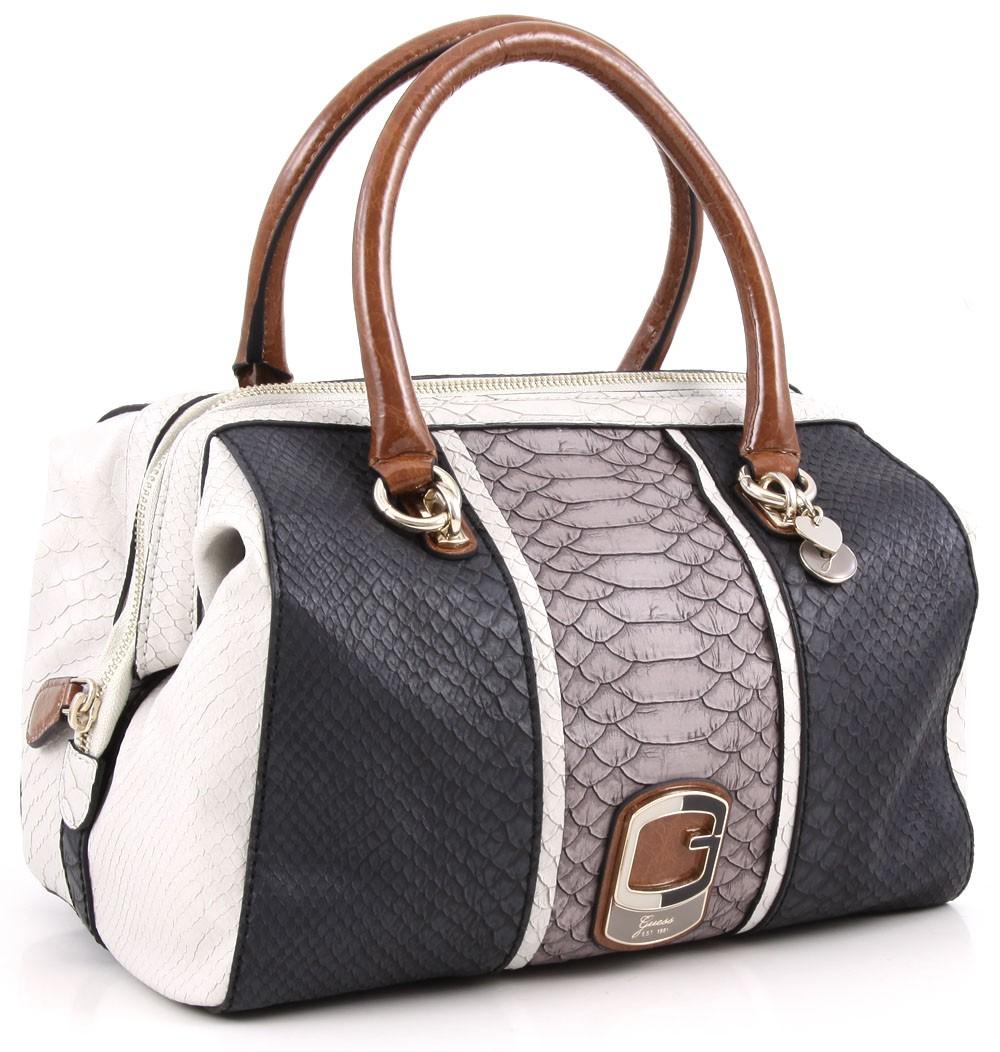 Guess Trisbury on ensimmäinen mun ns aito laukku ja kun maksaa vähän  enemmän laadusta ja huolehtii laukustaan niin kestää monta vuotta. 0f982faafc